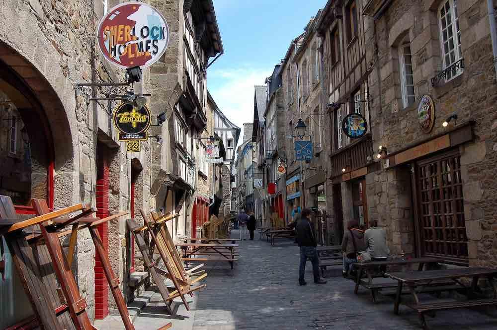 rue bretonne avec architecture