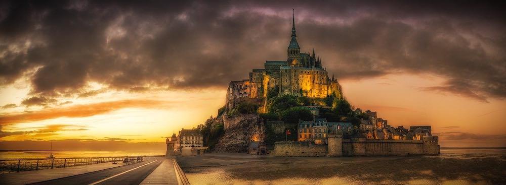 vue incroyable de nuit du Mont Saint Michel